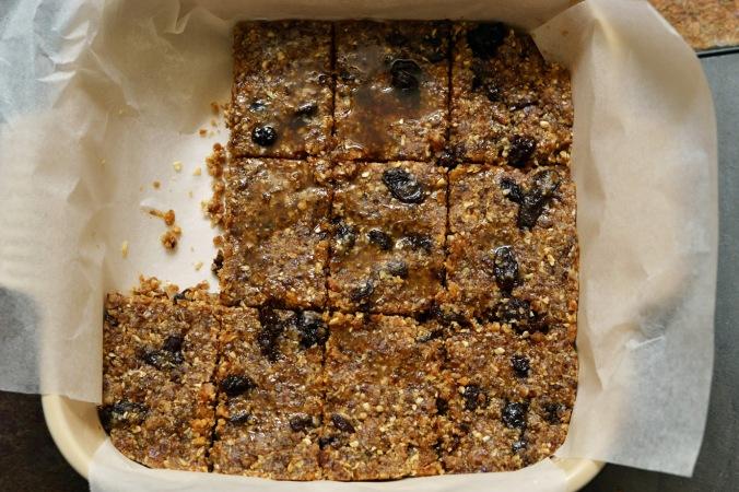 {No Bake} Oatmeal Raisin Cookie Dough Bars | Pumpkin Honey